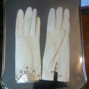 Accessories - Vintage White Soft Leather Gloves  France